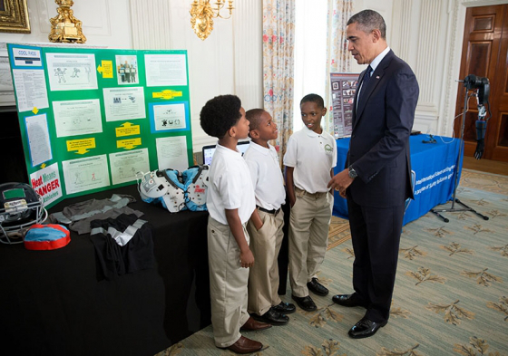 barack_obama_views_white_house_science_fair_exhibits
